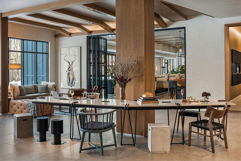 Hotel Zero Common Table